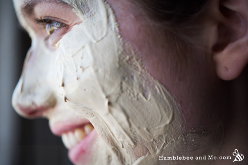 How to make a Honey Bee Face Mask with honey and kaolin clay