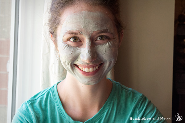How to Make a Brightening Kaolin Bentonite Face Mask