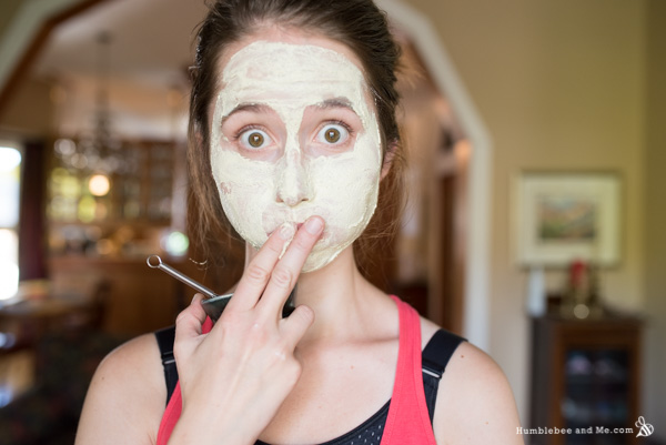 How to Make Calming Milk and Honey Face Mask