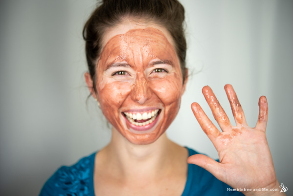How to Make Herbs & Honey Pink Clay Mask
