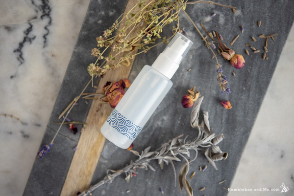 How to Make a Soothing Hyaluronic Acid Facial Serum