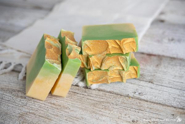 How to Make Lemongrass Gradient Soap